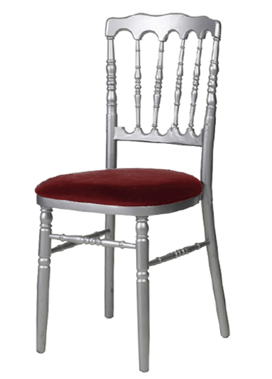 Location de mobilier location de chaises i sur un plateau for Chaise grise transparente